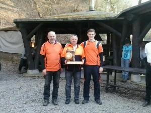 Siegermannschaft mit Wikinger