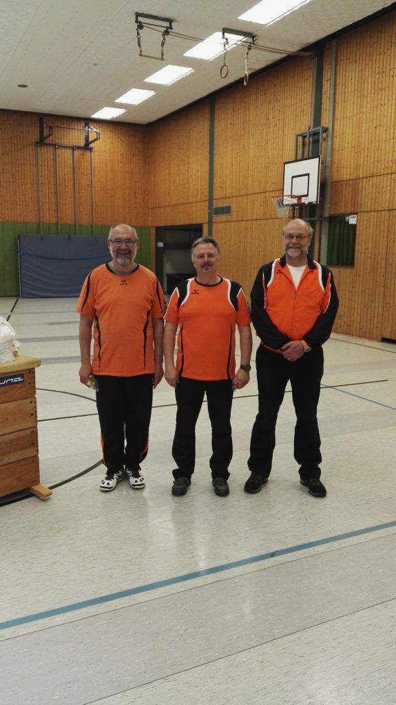 Siegerehrung Recurve Altersklasse, Sieger Pierre Pick, 2. Platz Bernd Roffalski und Platz 3 für Rüdiger Knüpfer.