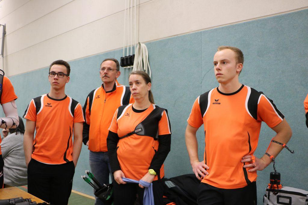 Familie Sander/Petry bei der Mannschaftsbesprechung