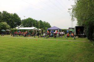 der Sportler- und Zuschauerbereich war mit Zelten versorgt